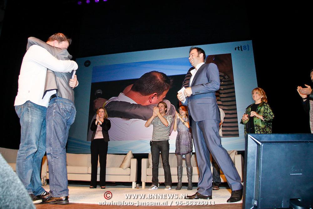 NLD/Utrecht/20110115 - As The World Turns acteurs in het theater, Partners vragen elkaar ten huwelijk tijdens de voorstelling