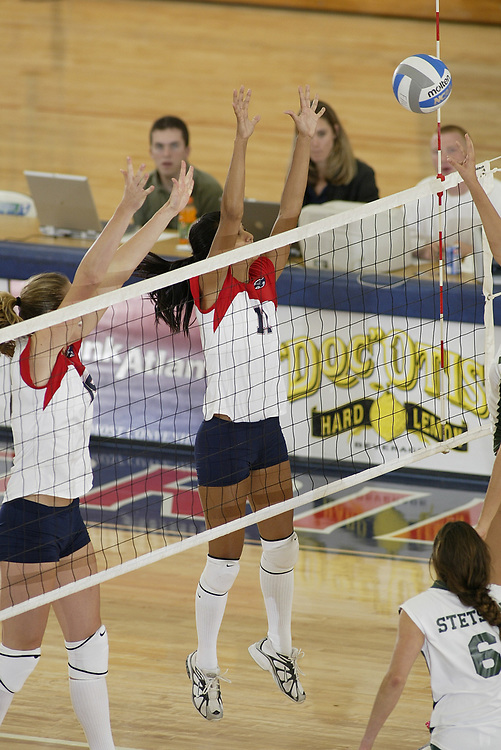 FAU VOLLEYBALL vs Stetson University, August 27, 2005.