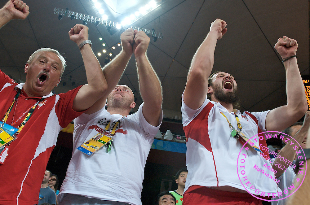 (L) TRAINER HENRYK OLSZEWSKI & (C) SZYMON ZIOLKOWSKI (HAMMER THROW) & (R) TOMASZ MAJEWSKI (SHOT PUT) SUPPORT CELEBRATE PIOTR MALACHOWSKI'S SILVER MEDAL IN THE MEN'S DISCUS THROW  DURING THE BEIJING 2008 SUMMMER OLYMPIC GAMES IN BEIJING, CHINA.. .CHINA , BEIJING , AUGUST 19, 2008..( PHOTO BY ADAM NURKIEWICZ / MEDIASPORT )..PICTURE ALSO AVAIBLE IN RAW OR TIFF FORMAT ON SPECIAL REQUEST.
