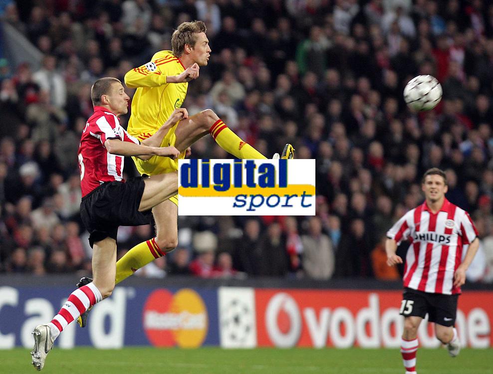 Foto Omega/GPA<br /> Eindhoven 03/04/2007<br /> Champions League 2006-2007<br /> Psv Eindhoven-Liverpool 0-3<br /> Nella foto Peter Crouch in azione
