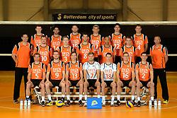 25-04-2013 VOLLEYBAL: NEDERLANDS MANNEN VOLLEYBALTEAM: ROTTERDAM<br /> Selectie Oranje mannen seizoen 2013-2014 / Teamfoto 2013 met coaches<br /> ©2013-FotoHoogendoorn.nl