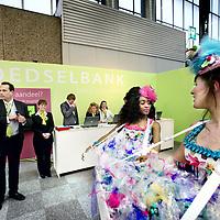 """Nederland, Amsterdam , 9 januari 2012..Op de Horecava, """"de"""" Horecabeurs van Nederland in de RAI staat een stand van de voedselbank..Op de foto 2 meisjes die snoepjes uitdelen tijdens de horecava passeren de voedselbank stand..Foto:Jean-Pierre Jans"""