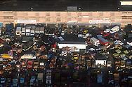 La vista aérea del Mercado de Mayorista de Coche. Se pueden  observar los diferentes camiones vendiendo frutas, comida, verduras y carnes. Al fondo los abastecimientos que venden otro tipo de mercancía. Caracas,  19 - 09 - 2005 (Ramón Lepage / Orinoquiaphoto)