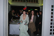 Isabella Blow and Bettina von Hase. Art Plus dance fundraising party. Whitechapel gallery. 21 March 2005. ONE TIME USE ONLY - DO NOT ARCHIVE  © Copyright Photograph by Dafydd Jones 66 Stockwell Park Rd. London SW9 0DA Tel 020 7733 0108 www.dafjones.com