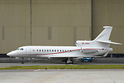 Zijne Hoogheid Prins Albert II van Monaco komt aan op schiphol met zijn eigen vliegtuig, een Falcon 7X - een milieubewust vliegtuig.<br /> <br /> His Highness Prince Albert II of Monaco arrives at Schiphol with his own plane, a Falcon 7X - an environmentally friendly aircraft.