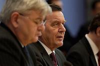 05 JAN 2005, BERLIN/GERMANY:<br /> Joschka Fischer (L), B90/Gruene, Bundesaussenminister, und Gerhard Schroeder (R), SPD, Bundeskanzler, waehrend einer Pressekonferenz zur Fluthilfe der Bundesregierung<br /> and Joschka Fischer (L), Federal Minister of Foreign Affairs, und Gerhard Schroeder (R), Federal Chancellor of Germany, press conferece about the donations for the tsunami-hit nations<br /> IMAGE: 20050105-01-021<br /> KEYWORDS: Gerhard Schr&ouml;der, Flutkatastrophe, Sturmflut, Erdbeben, Treppe, Tsunami