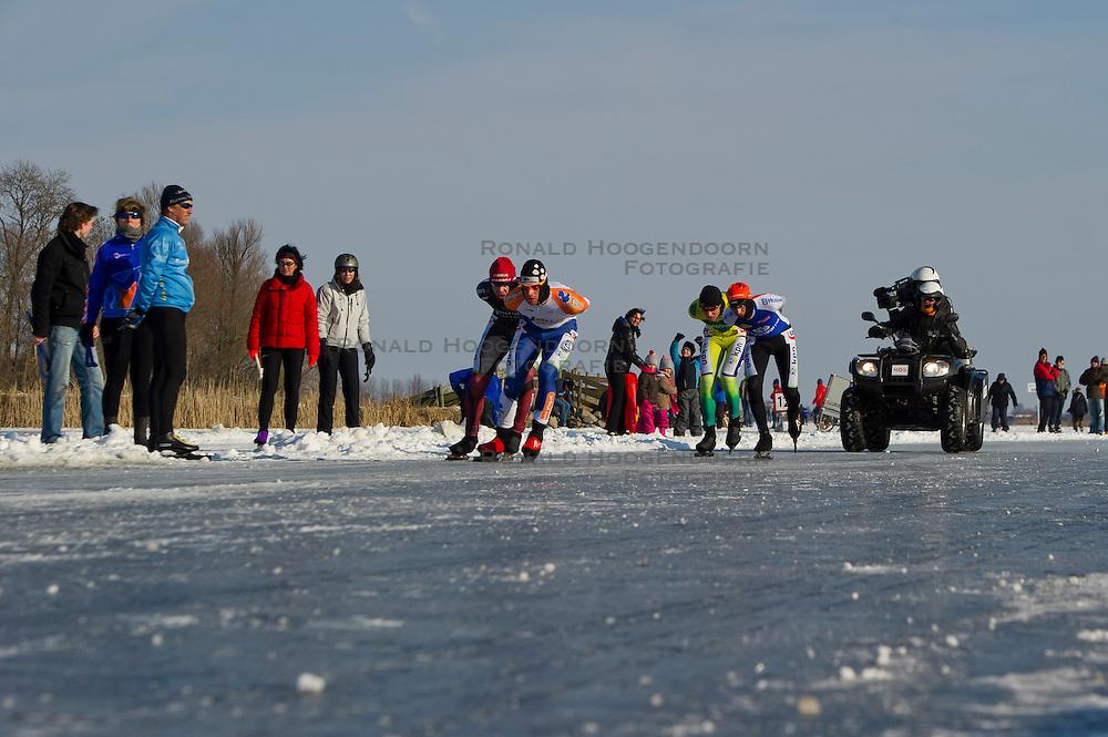 11-02-2012 SCHAATSEN: HENK ANGENENT CLASSIC: HOOGMADE<br /> (L-R) Rutger ter Laak (tweede), Durk Fabriek (winnaar), Lucas Bisschop (zesde), Jan Maarten Heideman (vijfde), trike van de NOS, media, cameraman<br /> &copy;2012-FotoHoogendoorn.nl / Peter Schalk