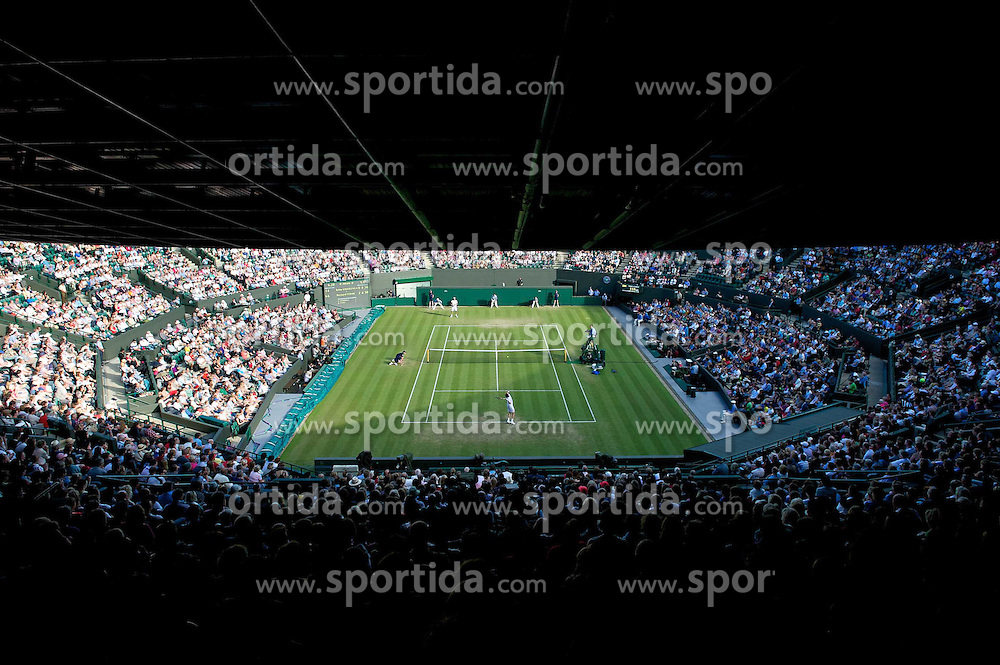 25.06.2011, Wimbledon, London, GBR, Wimbledon Tennis Championships, im Bild Robin Soderling (SWE) takes on Bernard Tomic (AUS) during the Gentlemen's Singles 3rd Round match on day six of the Wimbledon Lawn Tennis Championships at the All England Lawn Tennis and Croquet Club, EXPA Pictures © 2011, PhotoCredit: EXPA/ Propaganda/ *** ATTENTION *** UK OUT!