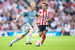 SUNDERLAND, ENGLAND - Saturday, August 16, 2008: Liverpool's Dirk Kuyt in action against Sunderland during the opening Premiership match of the season at the Stadium of Light. (Photo by David Rawcliffe/Propaganda)