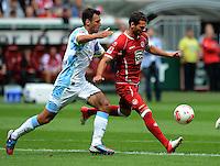 Fussball 2. Bundesliga:  Saison   2012/2013,    3. Spieltag  1. FC Kaiserslautern - TSV 1860 Muenchen   26.08.2012 Gregor Wojtkowiak (li, 1860 Muenchen) gegen Albert Bunjaku (1. FC Kaiserslautern)
