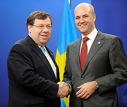 Brian Cowen, Ireland's prime minister, left, is greeted by Fredrik Reinfeldt, Sweden's prime minister and standing president of the European Council, as he arrives for the European Summit at the EU headquarters in Brussels, Belgium, on Thursday, Sept. 17, 2009. European Union leaders may call for sanctions on banks that pay excessive bonuses, fearing that runaway executive pay could trigger another financial crisis, a draft text showed. (Photo © Jock Fistick) *** Local Caption ***Brian Cowen