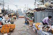 Un dépot de recyclage dans le district de Yongsan, Séoul, Corée du Sud. La Métropole a pour objectif de devenir la ville phare en matière de recyclage et s'est fixée l'objectif des 66 % de recyclage sur le modèle de Fribourg. // A recycling depository in Yongsan district, Seoul, South Korea.  The city has the objective of becoming a leading city in recycling and has set a goal of recycling 66% following the model of Fribourg, Germany.