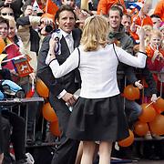 NLD/Makkum/20080430 - Koninginnedag 2008 Makkum, Mabel Wisse Smit en Maurits dansend