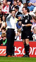 Photo: Alan Crowhurst.<br />Southampton v Leeds United. Coca Cola Championship. 21/04/2007. Leeds manager Dennis Wise (L) talks to the fourth official.