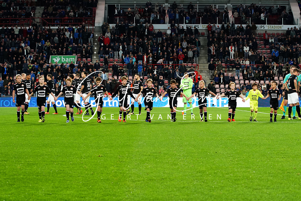 The line up of Willem II supporters