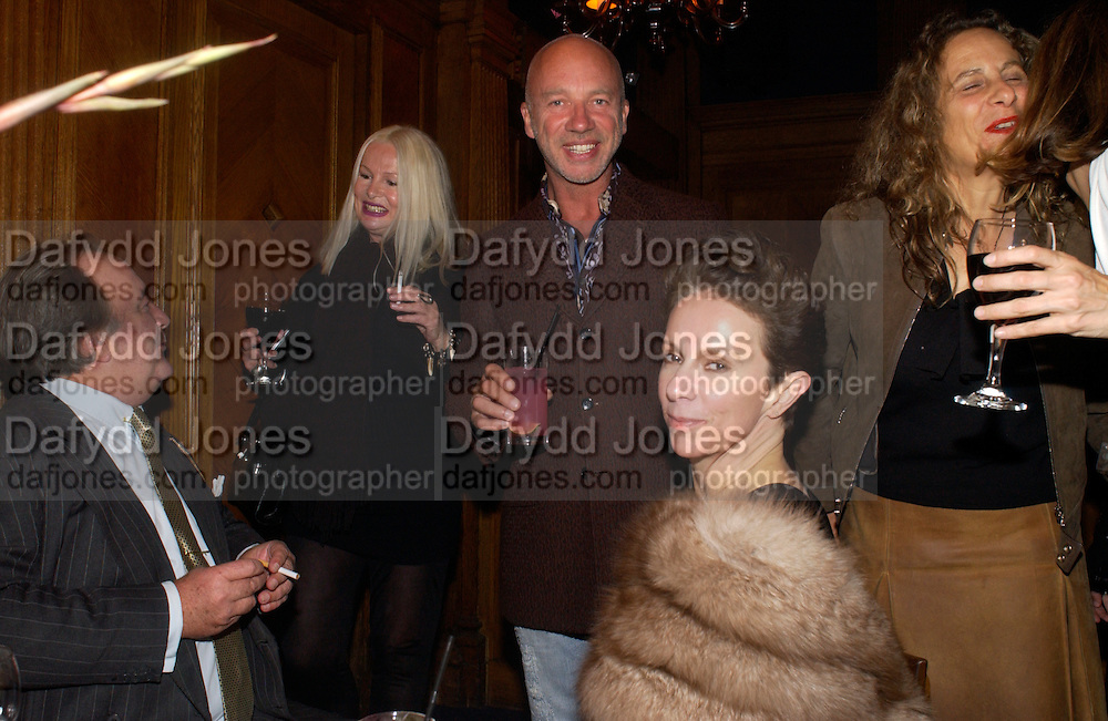Dai Llewellen, Jibby Beane, Nigel Coates  and Victoria Hernandez, Martin Creed opening at Hauser and Wirth and party afterwards at Tramp. London. 12 October 2004. ONE TIME USE ONLY - DO NOT ARCHIVE  © Copyright Photograph by Dafydd Jones 66 Stockwell Park Rd. London SW9 0DA Tel 020 7733 0108 www.dafjones.com