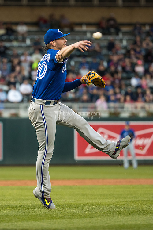 MINNEAPOLIS, MN- MAY 19: Josh Donaldson #20 of the Toronto Blue Jays throws against the Minnesota Twins on May 19, 2016 at Target Field in Minneapolis, Minnesota. The Blue Jays defeated the Twins 3-2. (Photo by Brace Hemmelgarn) *** Local Caption *** Josh Donaldson