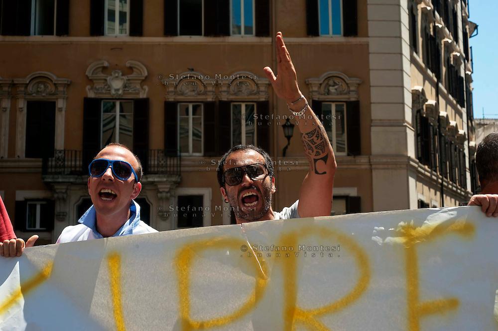 Roma 28 Giugno 2011.Manifestazione per l'emergenza spazzatura a Napoli davanti a Montecitorio.