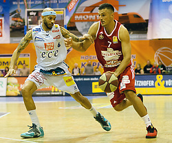 13.02.2016, Walfersamhalle, Kapfenberg, AUT, ABL, ece Bulls Kapfenberg vs BC Hallmann Vienna, im Bild Shawn Ray (Kapfenberg), Stjepan Stazic (Vienna) // during the ABL, between ece Bulls Kapfenberg and BC Hallmann Vienna at the Sportscenter Walfersam, Kapfenberg, Austria on 2016/02/13, EXPA Pictures © 2016, PhotoCredit: EXPA/ Dominik Angerer