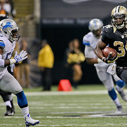 Dec 21, 2015; New Orleans, LA, USA; New Orleans Saints running back Tim Hightower (34) runs against the Detroit Lions during the second quarter a game at the Mercedes-Benz Superdome. Mandatory Credit: Derick E. Hingle-USA TODAY Sports