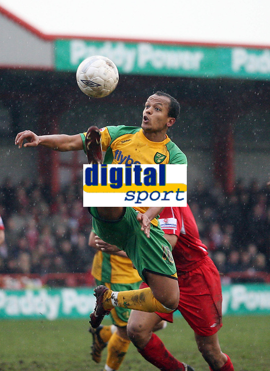 Photo: Rich Eaton.<br /> <br /> Tamworth FC v Norwich City. The FA Cup. 06/01/2007. Robert Earnshaw of Norwich jumps for the ball in the Tamworth box