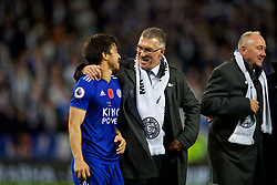LEICESTER, ENGLAND - Saturday, November 10, 2018: Former Leicester City manager Nigel Pearson with Shinji Okazaki after the FA Premier League match between Leicester City FC and Burnley FC at the King Power Stadium. (Pic by David Rawcliffe/Propaganda)