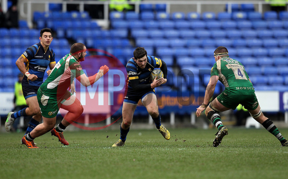 Andy Symons of Worcester Warriors runs at Gerard Ellis of London Irish and Matt Symons of London Irish - Mandatory byline: Robbie Stephenson/JMP - 07/02/2016 - FOOTBALL - Madejski Stadium - Reading, England - London Irish v Worcester Warriors - Aviva Premiership