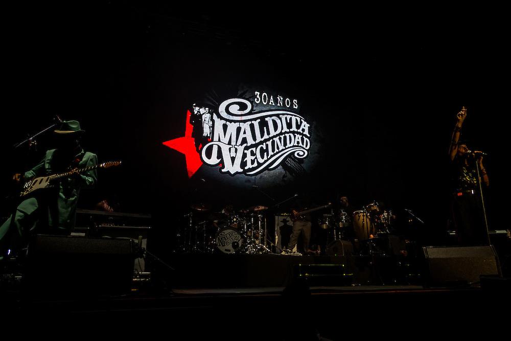Mexico, D.F. 27/06/2015. Concierto de la banda Maldita Vecindad y Los Hijos del Quinto Patio, quienes asi concluyeron su gira de celebracion por 30 anos de carrera. Maldita Vecindad y Los Hijos del Quinto Patio.