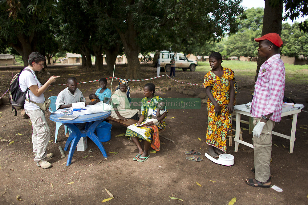 June 6, 2013 - Bolom Village, Central African Republic - MSF nurse with sick patients at MSF mobile clinic in CAR (Credit Image: © Ton Koene/ZUMAPRESS.com)