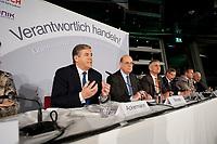 """25 NOV 2010, BERLIN/GERMANY:<br /> Prof. Dr. Josef Ackermann, Vorstandsvorsitzender Deutsche Bank AG, Dr. Juergen Strube, BASF, Dr. Juergen Hambrecht, Vorstandsvorsitzender BASF SE, Dr. Hermann Scholl, Aufsichsratvorsitzender Bosch GmbH, Stefan Fuchs, Vorstandsvorsitzender Fuchs Petrolub AG, Dr. Ulrich Scheufelen, Aufsichtsrat Powerflute, (v.R.n.L.), Pressegespraech """"Leitbild fuer verantwortliches Handeln in der Wirtschaft"""", Clubraum, Akademie der Kuenste<br /> IMAGE: 20101125-01-074"""