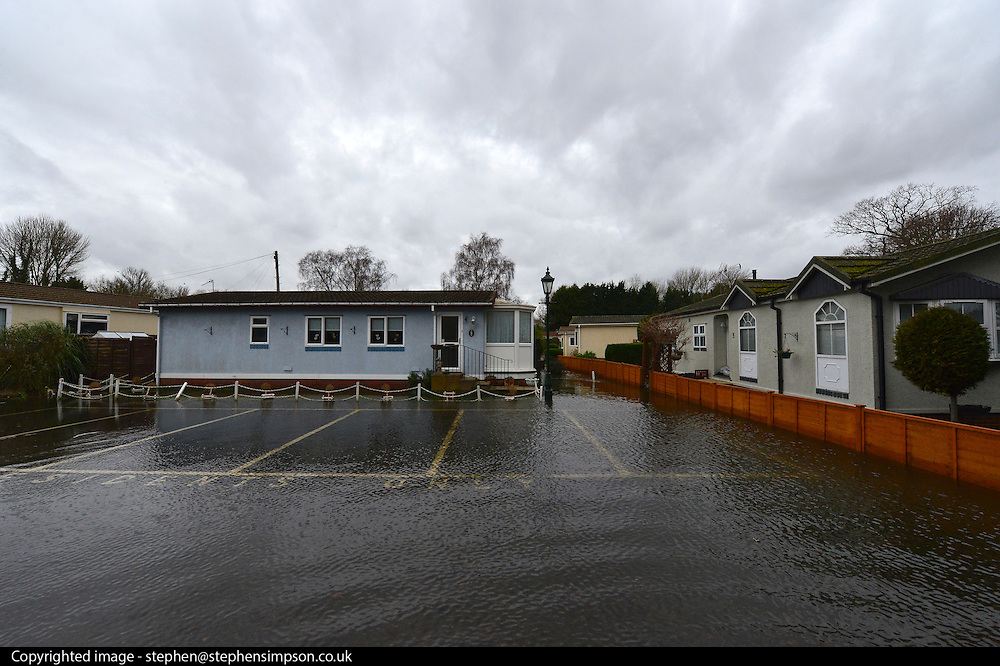 © Licensed to London News Pictures. 12/02/2014. Sunbury, UK Flooding in FORDBRIDGE CARAVAN PARK in SUNBURY in Surrey today 11th February 2014 after the River Thames burst its banks. The Environment Agency has issued 14 Severe Flood Warnings alone the Thames. Photo credit : Stephen Simpson/LNP