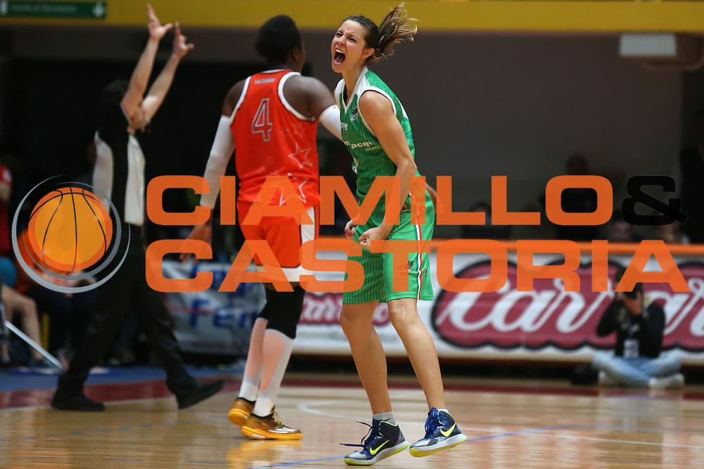DESCRIZIONE : Schio Lega Basket Femminile A1 2014-15 Finale scudetto gara 5 Famila Wuber Schio Passalacqua Ragusa <br /> GIOCATORE : Sabrina Cinili<br /> SQUADRA : Passalacqua Ragusa <br /> EVENTO : Lega Basket Femminile Finale scudetto gara 5<br /> GARA : Famila Wuber Schio Passalacqua Ragusa <br /> DATA : 04/05/2015<br /> CATEGORIA : <br /> SPORT : Pallacanestro <br /> AUTORE : Agenzia Ciamillo-Castoria/ElioCastoria<br /> Galleria : Lega Basket Femminile 2014-2015 <br /> Fotonotizia : Schio Lega Basket Femminile A1 2014-15 Finale scudetto gara 5 Famila Wuber Schio Passalacqua Ragusa <br /> Predefinita :