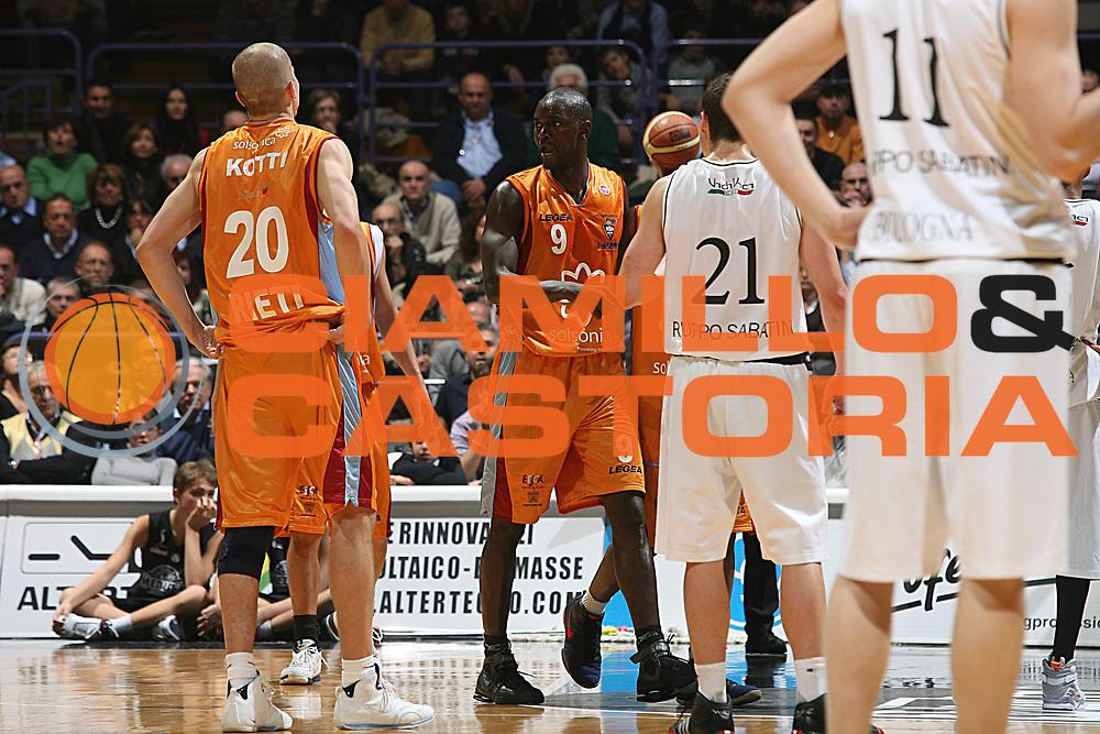 DESCRIZIONE : Bologna Lega A1 2007-08 La Fortezza Virtus Bologna Solsonica Rieti<br /> GIOCATORE : Pape Sow <br /> SQUADRA : Solsonica Rieti<br /> EVENTO : Campionato Lega A1 2007-2008 <br /> GARA : La Fortezza Virtus Bologna Solsonica Rieti<br /> DATA : 02/12/2007 <br /> CATEGORIA : Delusione<br /> SPORT : Pallacanestro <br /> AUTORE : Agenzia Ciamillo-Castoria/M.Marchi