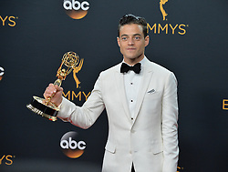 Rami Malek  im Press Room bei der Verleihung der 68. Primetime Emmy Awards in Los Angeles / 180916<br /> <br /> *** 68th Primetime Emmy Awards in Los Angeles, California on September 18th, 2016***