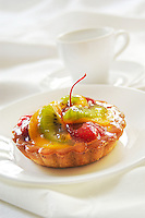 Mango, Kiwi and strawberry tartlette, White Cup  on back