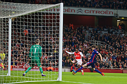 LONDON, ENGLAND - Saturday, November 22, 2014: Arsenal's David Ospina in action against Manchester United during the Premier League match at the Emirates Stadium. (Pic by David Rawcliffe/Propaganda)