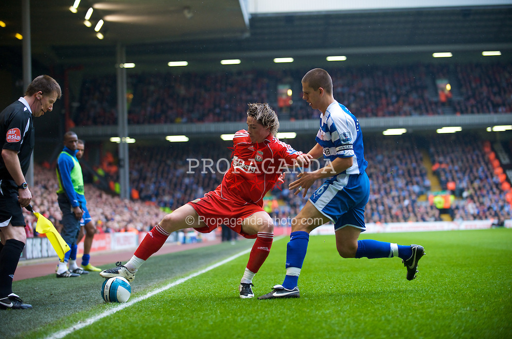 LIVERPOOL, ENGLAND - Saturday, March 15, 2008: Liverpool's Fernando Torres in action against Reading during the Premiership match at Anfield. (Photo by David Rawcliffe/Propaganda)