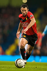 MANCHESTER, ENGLAND - Tuesday, January 19, 2010: Manchester United's Ryan Giggs in action against Manchester City during the Football League Cup Semi-Final 1st Leg at the City of Manchester Stadium. (Photo by David Rawcliffe/Propaganda)