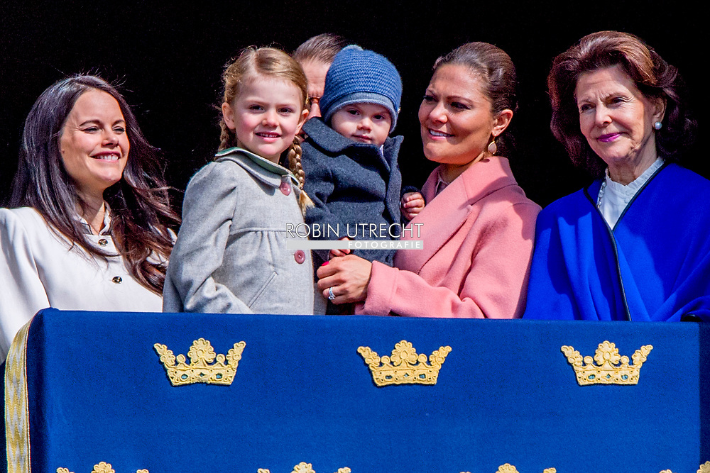 30-4-2017 STOCKHOLM - , The King's birthday<br /> The King, The Queen, The Crown Princess, Prince Daniel, Prince Carl Philip, Princess Sofia <br /> Crown Princess Victoria of Sweden, prince Oscar Carl Olof, Princess Estelle, Prince Daniel, Princess Sofia, Prince Carl Philip, King Carl Gustaf and Queen Silvia King Carl Gustaf, Queen Silvia, Crown Princess Victoria, Prince Daniel, Prince Carl Philip, Princess Madeleine and Chris O&rsquo;Neill The Swedish Armed Forces&rsquo; celebration &ndash; The Outer Courtyard celebration of The King&rsquo;s 70th birthday celebration of The King&rsquo;s 71th birthday STOCKHOLM COPYRIGHT ROBIN UTRECHT 30-4-2017 - prinses Beatrix Chris O'Neill, Prinses Madeleine van Zweden, Kroonprinses Victoria van Zweden, Oscar Carl Olof, Prinses Estelle, Prins Daniel, Princess Sofia, prins Carl Philip, koning Carl Gustaf en koningin Silvia Koning Carl Gustaf , koningin Silvia, kroonprinses Victoria, Prins Daniel, prins Carl Philip, prinses Madeleine en Chris O'Neill De Zweedse strijdkrachten 'viering - The Outer Courtyard viering van The King's 71ste verjaardag viering van de koning van zweden 70ste verjaardag