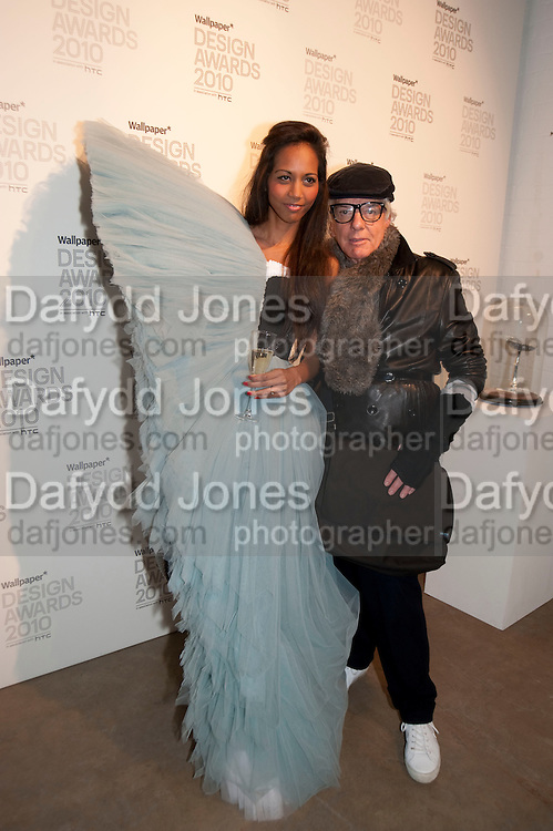 APPHIA MICHAEL; NICKY HASLAM, Wallpaper* Design Awards. Wilkinson Gallery, 50-58 Vyner Street, London E2, 14 January 2010 *** Local Caption *** -DO NOT ARCHIVE-© Copyright Photograph by Dafydd Jones. 248 Clapham Rd. London SW9 0PZ. Tel 0207 820 0771. www.dafjones.com.<br /> APPHIA MICHAEL; NICKY HASLAM, Wallpaper* Design Awards. Wilkinson Gallery, 50-58 Vyner Street, London E2, 14 January 2010