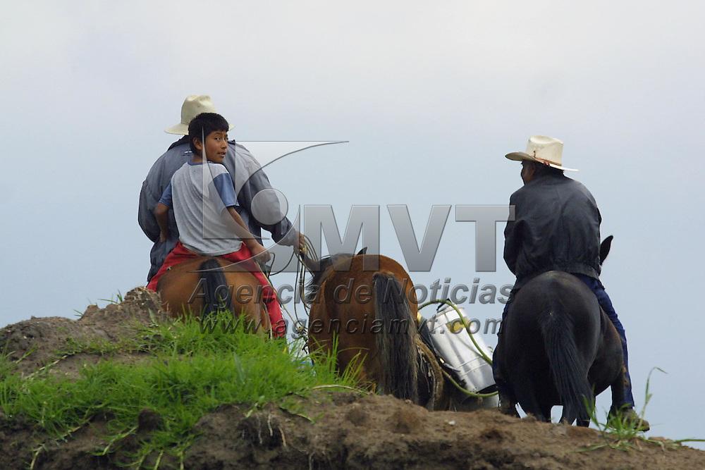 Ixtlahuaca, M&eacute;x.- Jornaleros en el municipio de Ixtlahuaca. Agencia MVT / Mario V&aacute;zquez de la Torre. (DIGITAL)<br /> <br /> NO ARCHIVAR - NO ARCHIVE