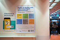DEU, Deutschland, Germany, Berlin, 06.12.2017: Dieses Plakat im Bundesamt für Migration und Flüchtlinge (BAMF) soll Flüchtlinge zur Rückkehr in ihr Herkunftsland anregen.