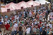 Nederland, Nijmegen, 17-7-2006..Inschrijving van de deelnemers, lopers van de 4 daagse. Op de de eerste wandeldag werd bekend dat er wandelaars overleden zijn, en het evenement voor het eerst in haar geschiedenis afgelast...Foto: Flip Franssen/Hollandse Hoogte