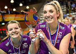 21-02-2016 NED: Bekerfinale Eurosped TVT - Set Up 65, Almere<br /> Eurosped pakt de beker door Set Up in de finale met 3-1 te verslaan / Rochelle Wopereis #12 of Eurosped en Jeanine Stoeten #9 of Eurosped