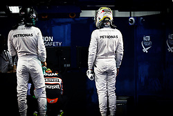 Nico Rosberg und Lewis Hamilton beim Qualifying zum GP von Japan 2016 in Suzuka <br /> <br /> / 081016<br /> <br /> ***Formula One Grand Prix of Japan on October 8, 2016 in Suzuka.***