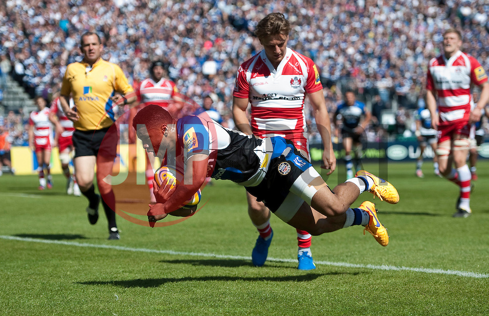 Kyle Eastmond of Bath Rugby scores a try in the first half - Photo mandatory by-line: Patrick Khachfe/JMP - Mobile: 07966 386802 16/05/2015 - SPORT - RUGBY UNION - Bath - The Recreation Ground - Bath Rugby v Gloucester Rugby - Aviva Premiership