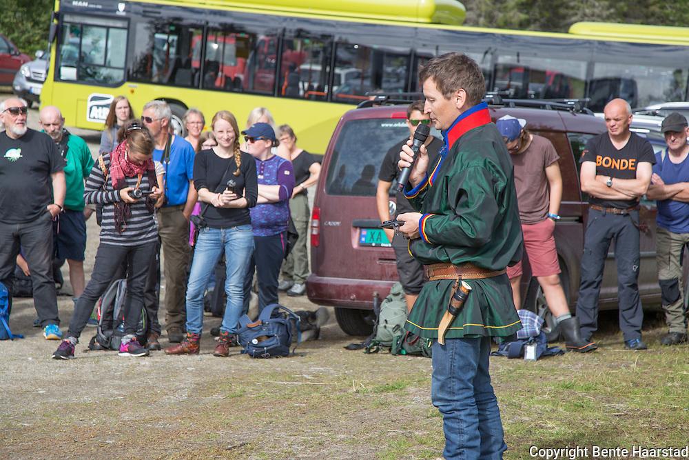 Mads Kappfjell fra reinbeitedistriktet Voengelh-Njaarke, har vært en pådriver for protestaksjonen mot Fred Olsens vindkraftplaner i Gaelpie/Kalvvatnan i Bindal i Nordland, som er midt i sommerlandet til to sørsamiske reinbeitedistrikter, Voengelh-Njaarke (Vestre Namdal) og Åarjel-Njaarke (Kappfjell/Bindal. Kappfjell er aktivist og også vara til fylkesstyret for Naturvernforbundet i NT.
