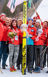 26.03.2017, Planica, Ratece, SLO, FIS Weltcup Ski Sprung, Planica, Siegerehrung, im Bild Gesamtweltcup- und Skiflug Weltcup Sieger Stefan Kraft (AUT) mit Freundin Marisa Probst, Mutter Margot und Vater Rene und Freunden // Overall World Cup and Ski Flying World Cup winner Stefan Kraft of Austria and his girlfriend Marisa Probst and his Mother Margot Kraft and father Rene Kraft with Friends during the Winner Award Ceremony of the FIS Ski Jumping World Cup Final 2017 at Planica in Ratece, Slovenia on 2017/03/26. EXPA Pictures © 2017, PhotoCredit: EXPA/ JFK