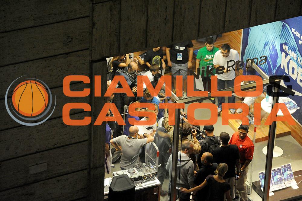 DESCRIZIONE : Roma Kobe Bryant<br /> GIOCATORE : Kobe Bryant<br /> CATEGORIA : Ritratto spettacolo<br /> SQUADRA : Los Angeles Lakers<br /> EVENTO : Campionato Lega A 2011-2012<br /> GARA : Roma Kobe Bryant <br /> DATA : 29/09/2011<br /> SPORT : Pallacanestro<br /> AUTORE : Agenzia Ciamillo-Castoria/GiulioCiamillo<br /> Galleria : Lega Basket A 2011-2012<br /> Fotonotizia : Roma Kobe Bryant<br /> Predefinita :