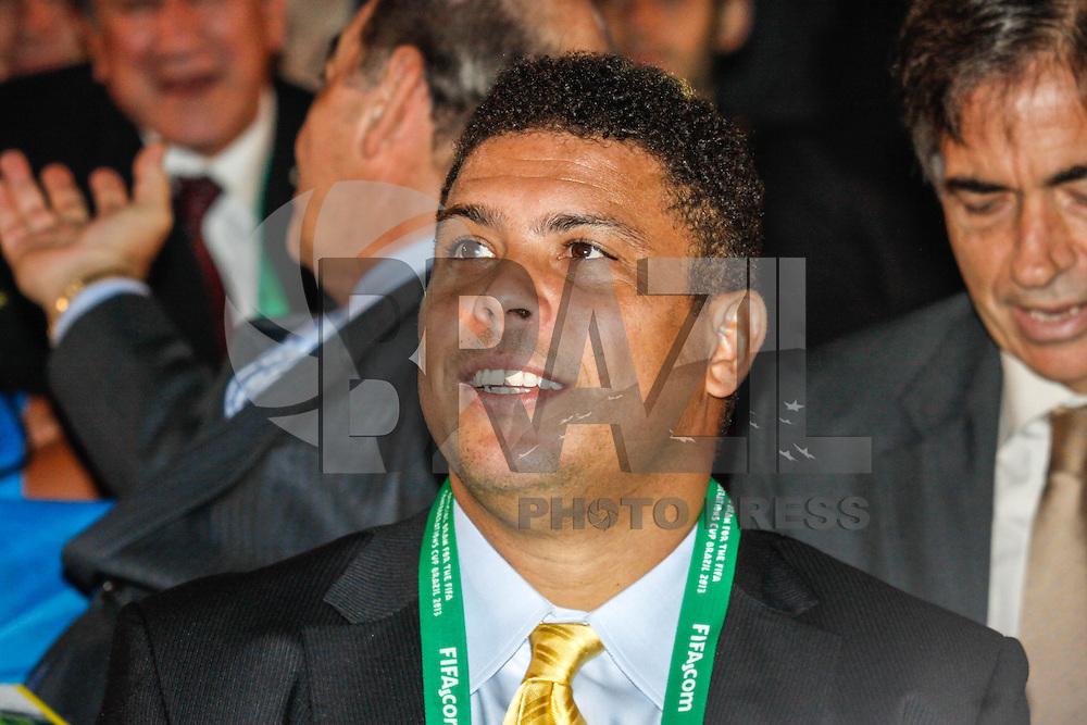 SAO PAULO, SP, 01 DEZEMBRO  2012 - SORTEIO COPA DAS CONFEDERACOES - Ronaldo Nazario durante sorteio dos grupos neste  sabado no Parque Anhembi regiao norte da capital paulista. FOTo: WILLIAM VOLCOV - BRAZIL PHOTO PRESS.